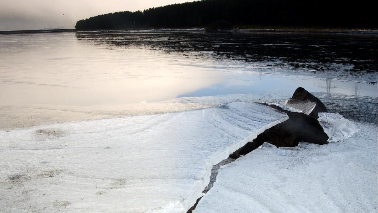 Frozen Lake image of extreme behaviour