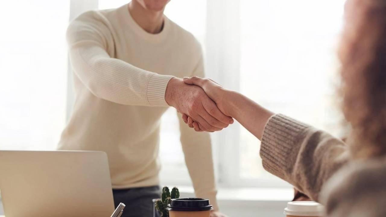 Handshake for conflict resolution