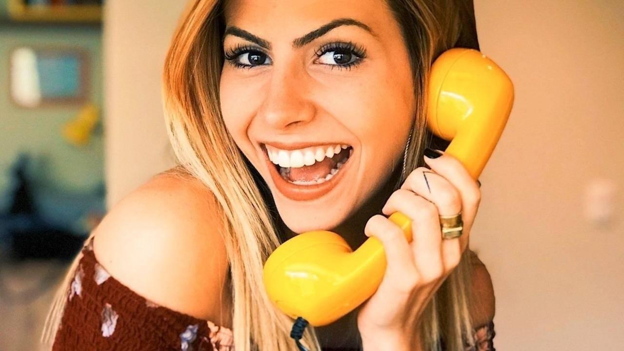 Women on phone to customer
