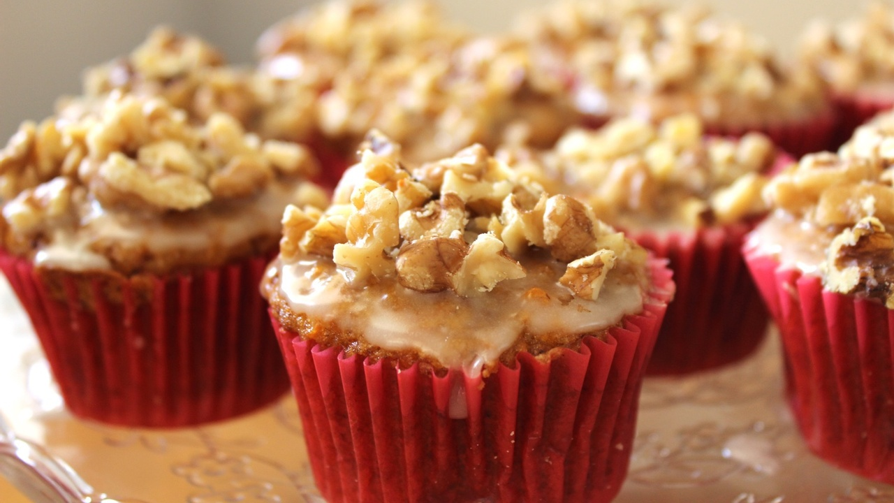 Carrot Cake Cupcakes with a Vanilla and Walnut Topping