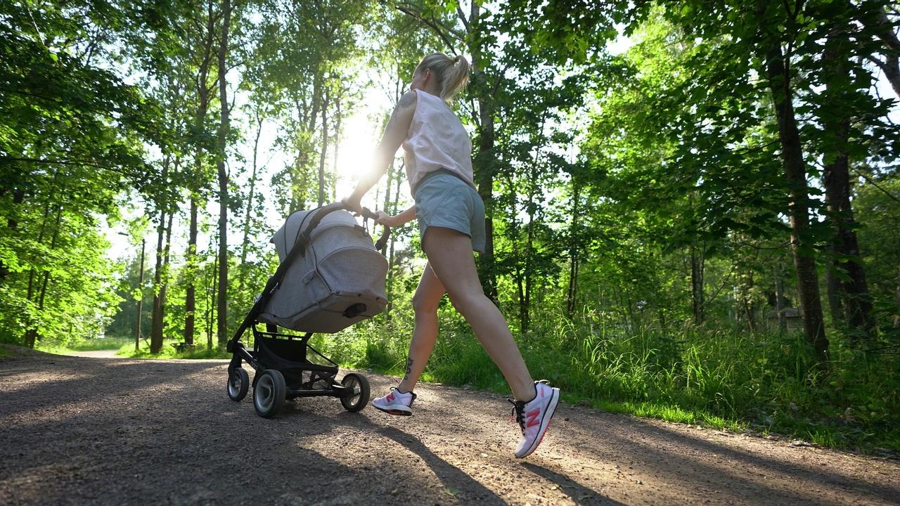 Juoksu synnytyksen jälkeen. Lantionpohjan kireys on yleinen vaiva.