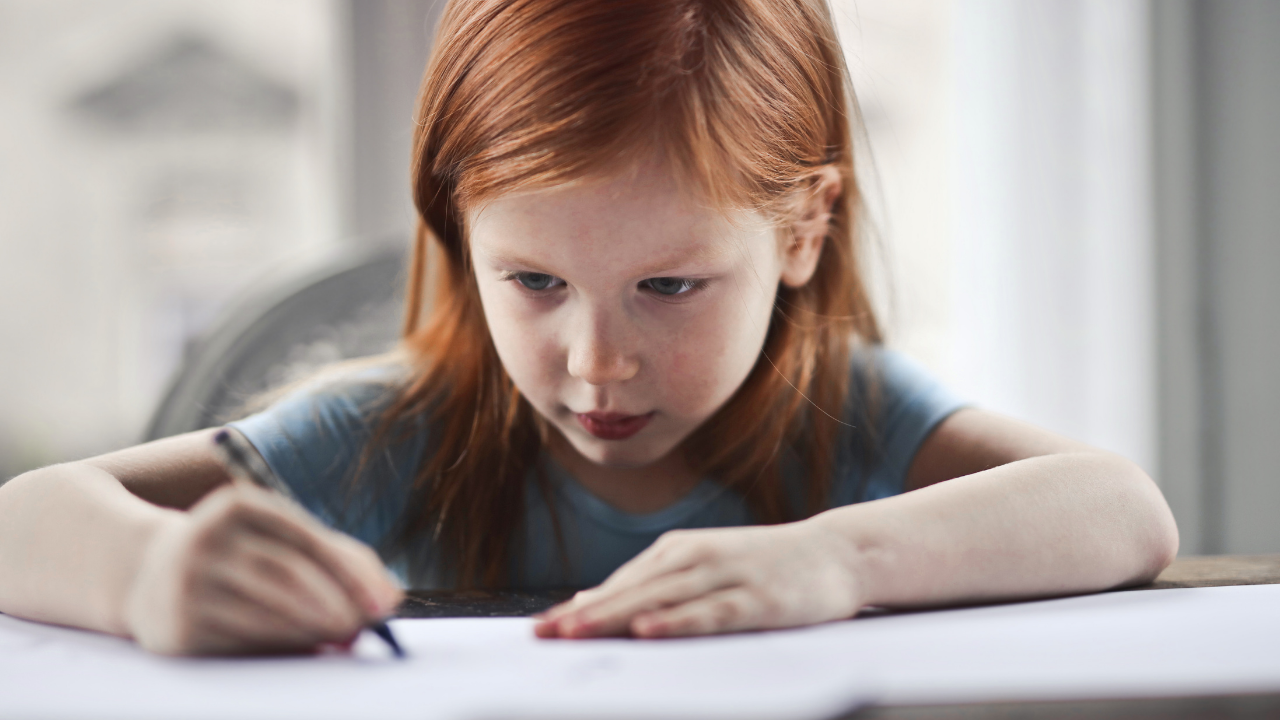 Barn som skriver viktiga saker