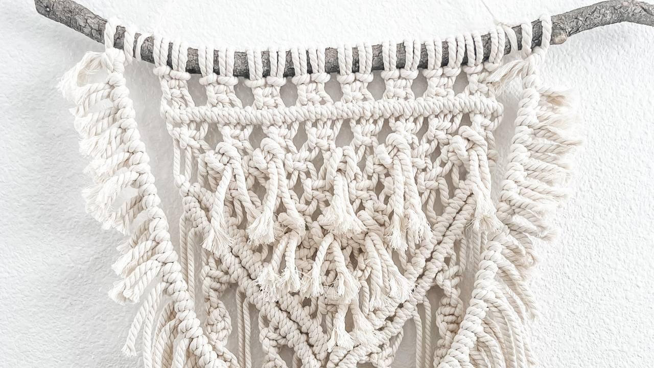 Create a Macramé Wall Hanging Using 5 Easy Knots