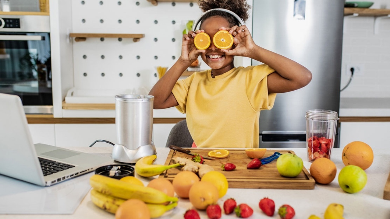 young black girl in feeding therapy for picky eating