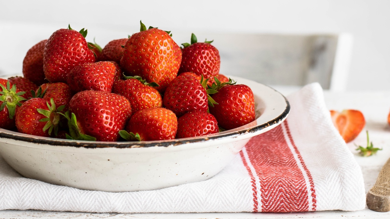 nutritious strawberry fruit in a bowl