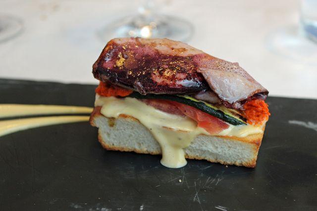 Award-wining pizza, Taberna Bahía, Madrid restaurant