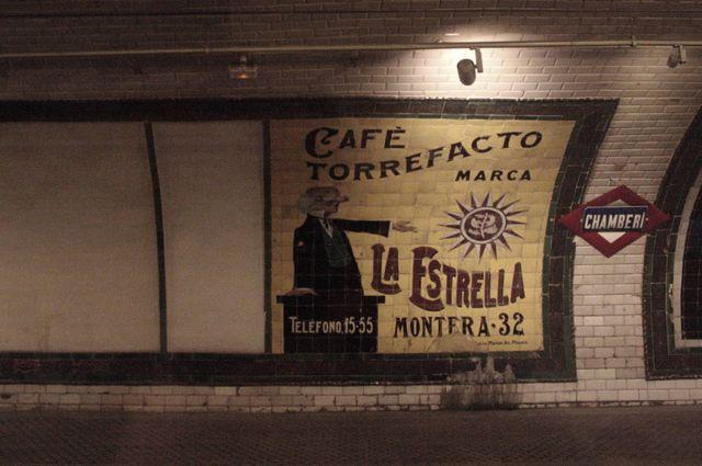 An advertisement for La Estrella torrefacto coffee in the Madrid metro.