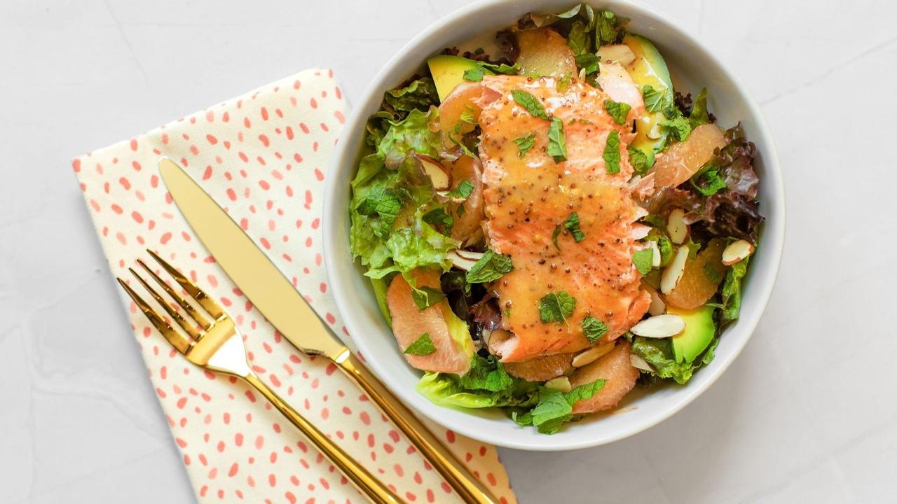 avocado and grapefruit salad with broiled salmon