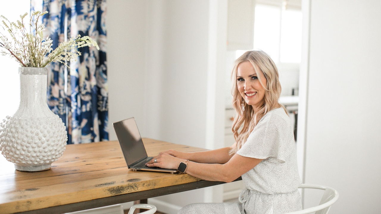 Why you need attention-grabbing graphics, prep for more sales series, woman working at laptop