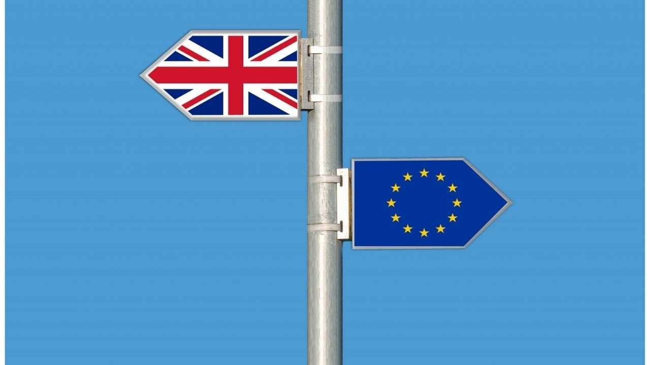 UK and EU flags pointing out at opposite directions