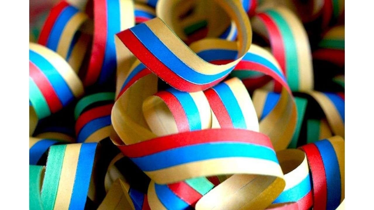 Colored bands (yellow, blue, red)