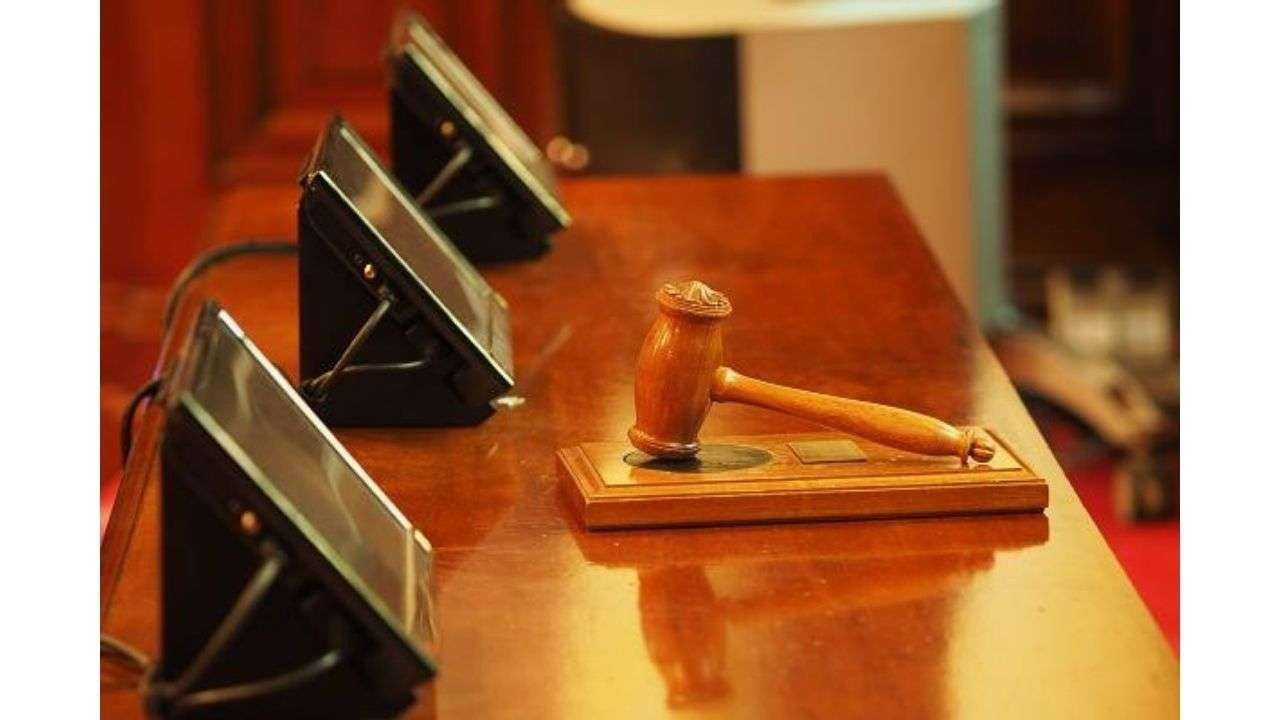 Screens and a judge's gavel