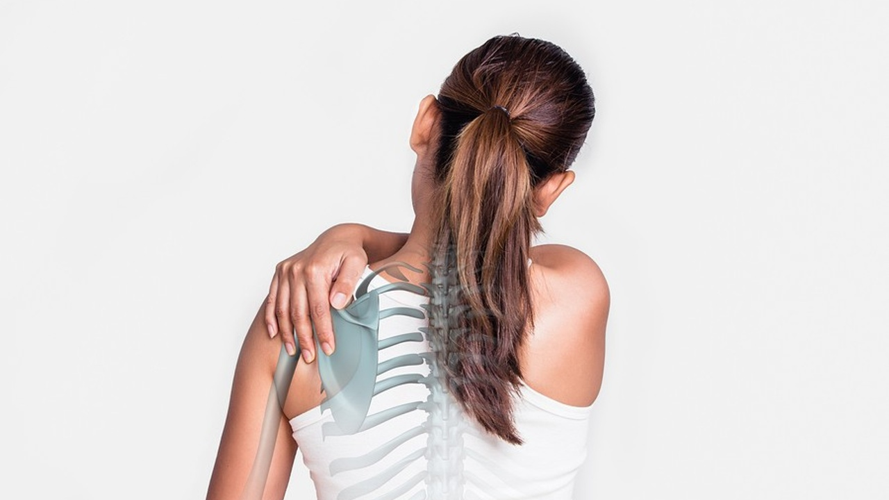 5 Steps to Fix a Knot Under Your Shoulder Blade