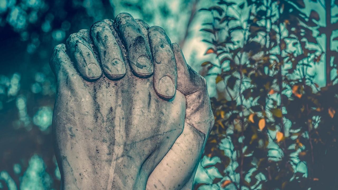 Sculpture praying hands