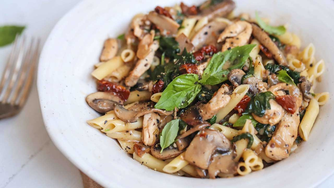 creamy chicken mushroom tomato pasta