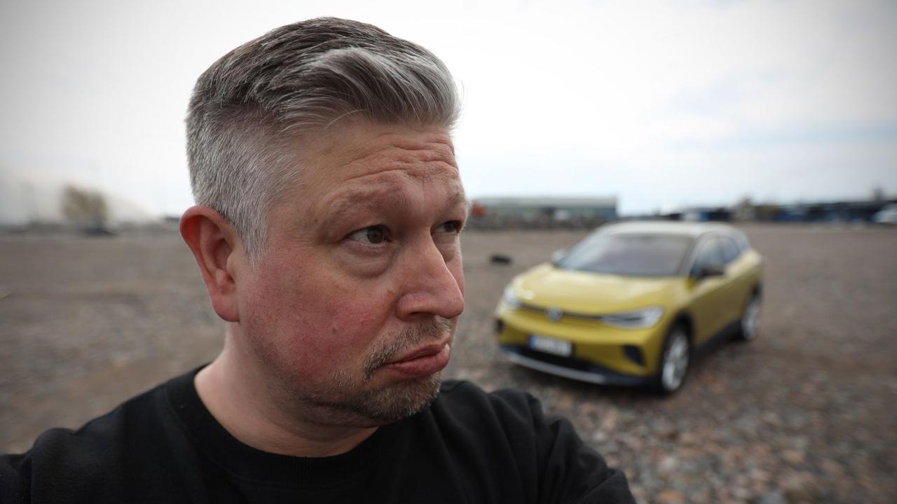 Kokenut autotoimittaja Antti Liinpää kertoo viihdyttäviä kokemuksia autoista KaaraTV:n arvosisällön jäsenalueella ja KaaraTV Magazinessa