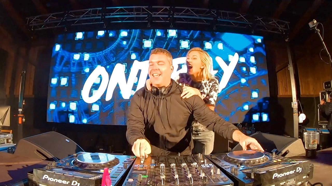 Ondray Live, DJ of the year of Czech republic, live video dj set, letni parket holkov, Evropa 2