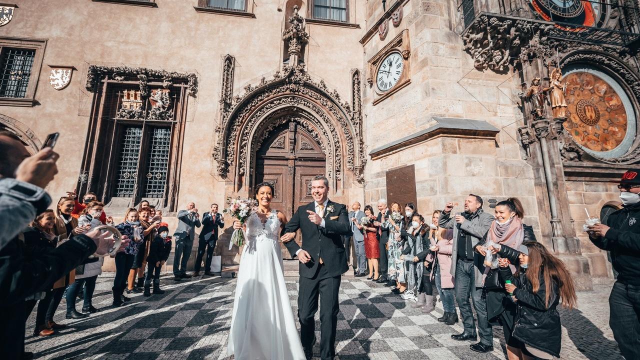 ondra vodný, veronika vodná, bogdaničová, svatba, covid, staroměstská radnice, svatba během pandemie, svatba pes 5
