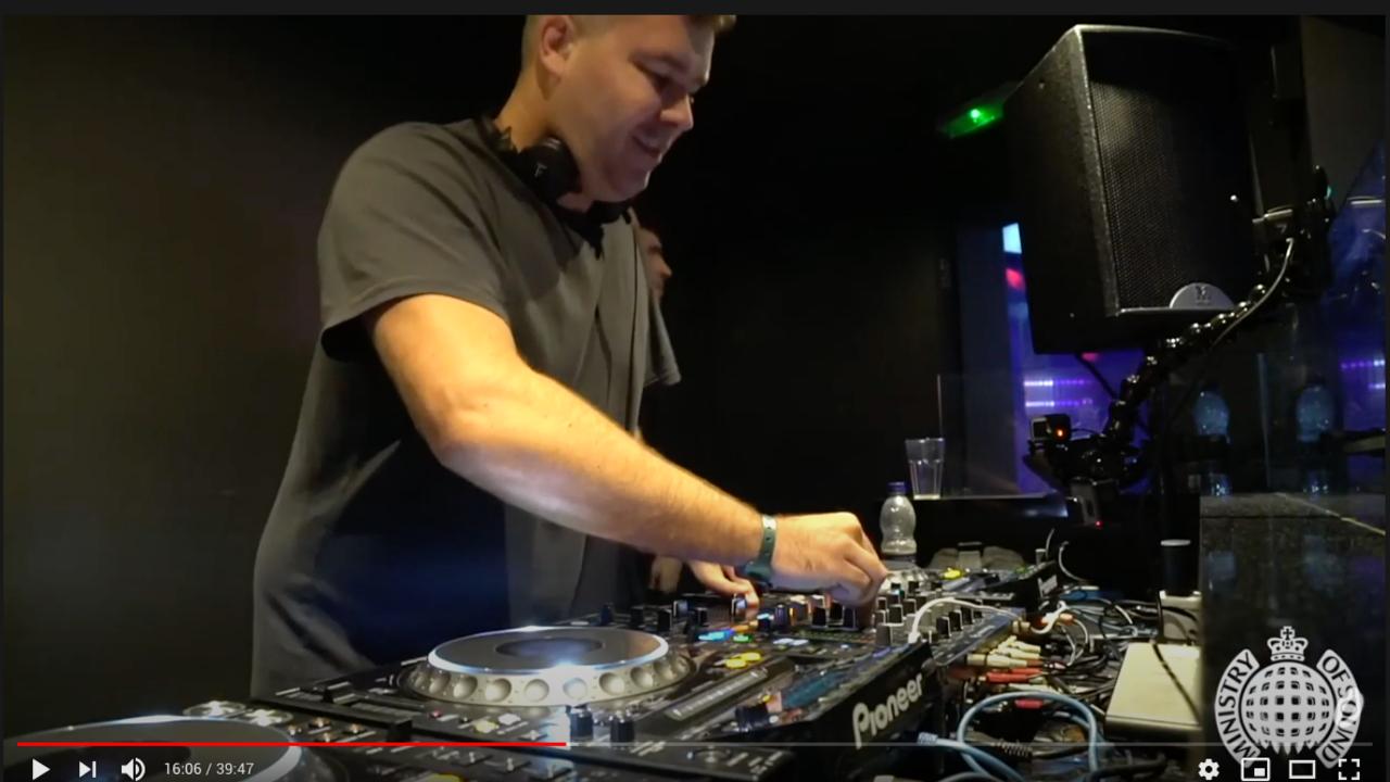Ondra Vodný hraje v klubu Ministry of Sound, Londýn