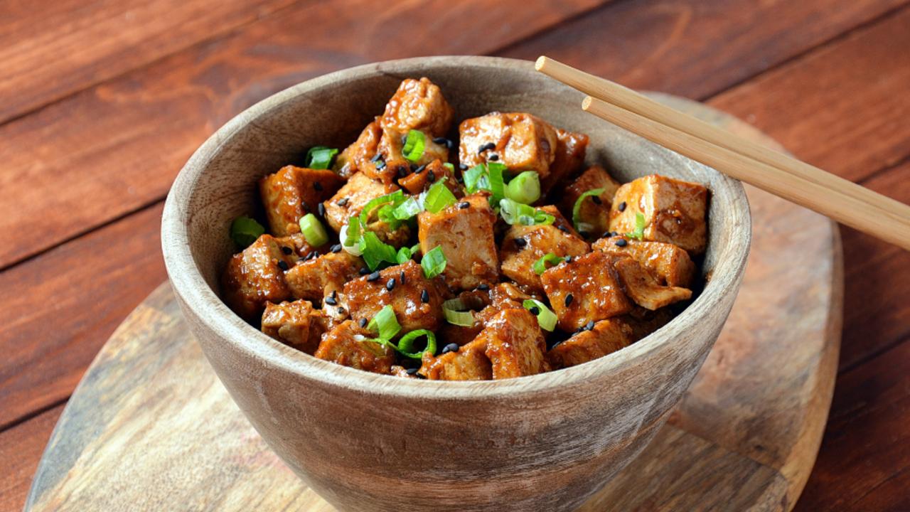 Tofu with Pad Thai Peanut Sauce