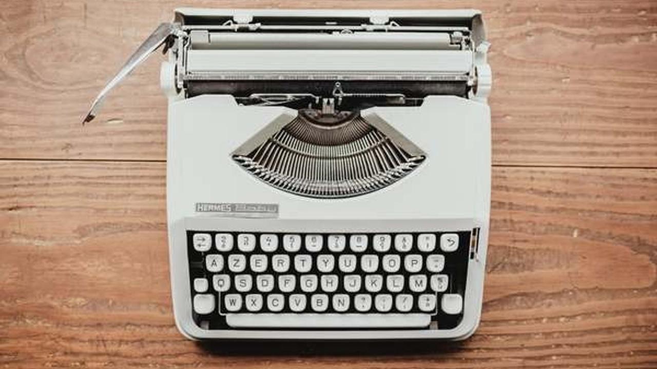 Una máquina de escribir: los inicios del copywriting