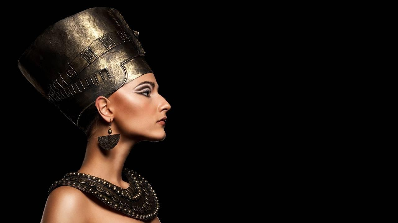 Queen Nefertiti in her Sovereign energy with her empire