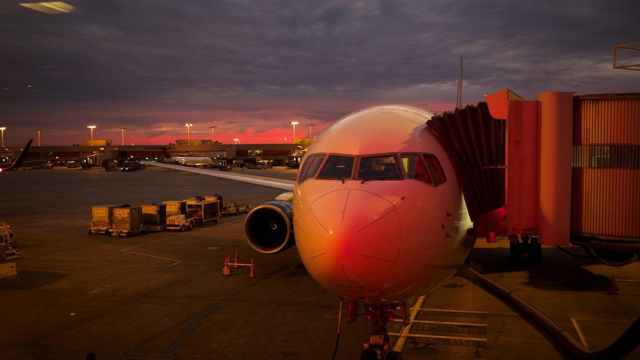 Airplane loading passangers