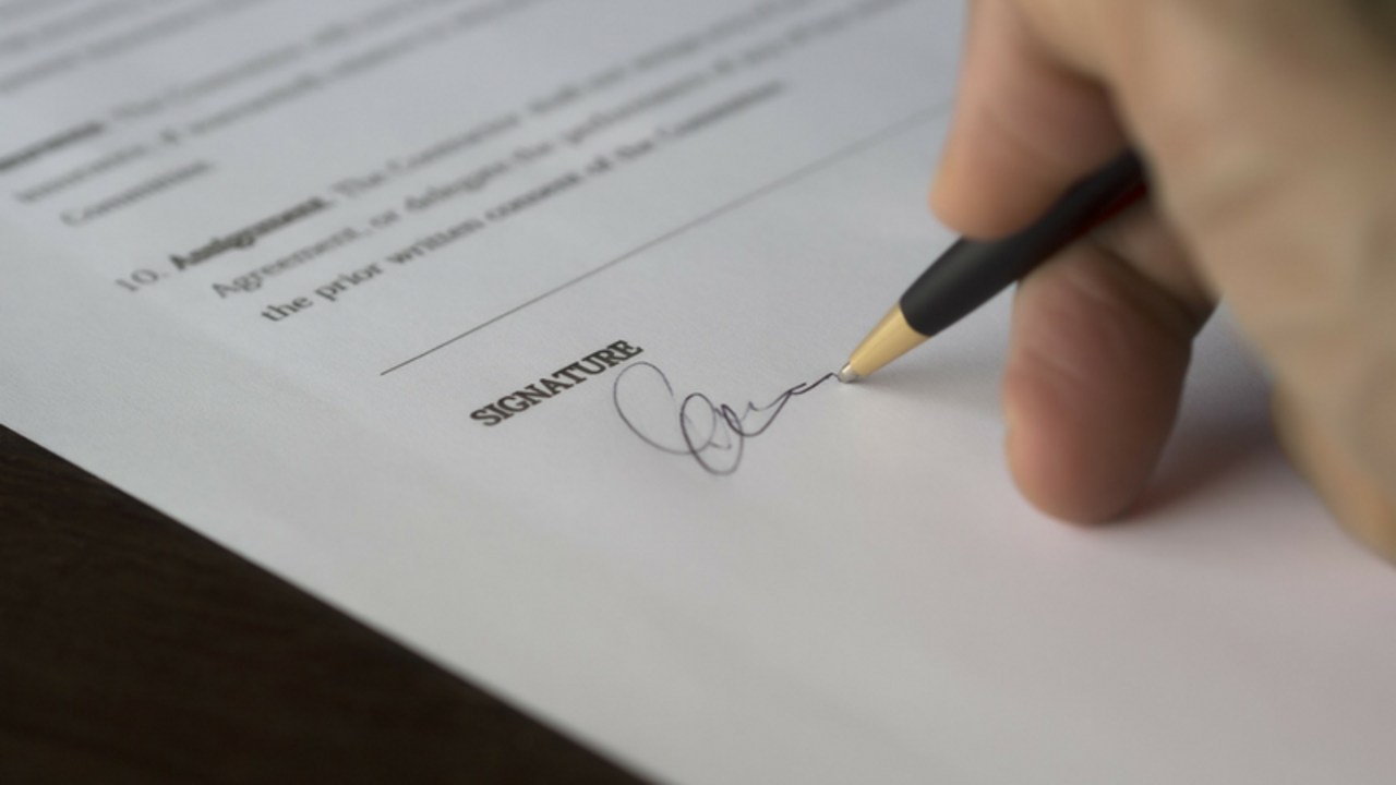 Signing a Home Staging Contract
