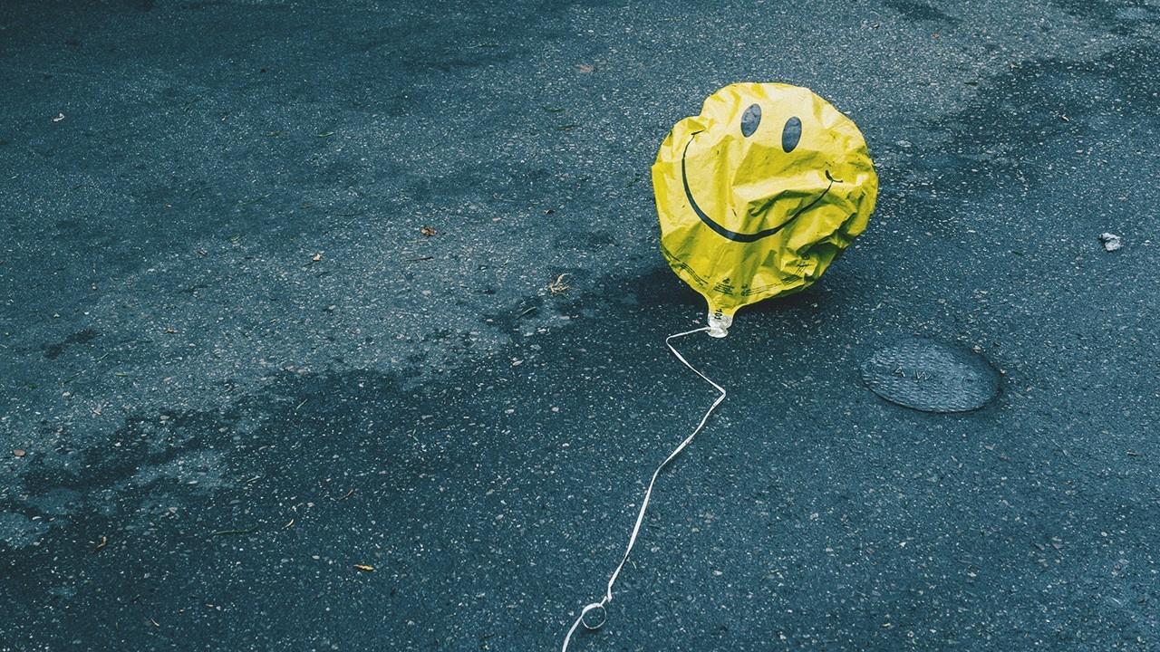 Photograph of fallen balloon by Nathan Dumlao