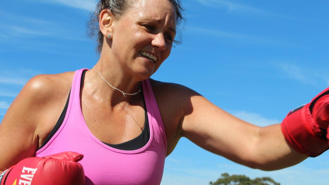 Image of tennis training with Casey Dellacqua