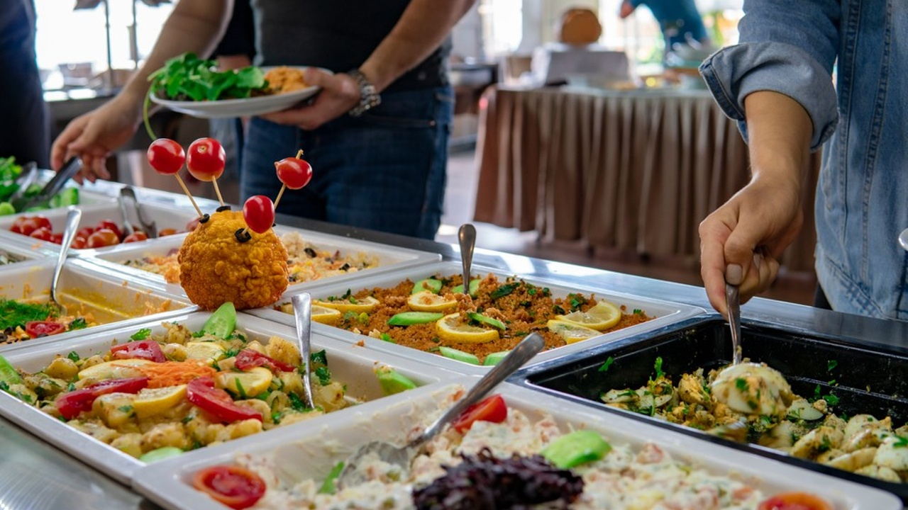 6 Killer Tips for Managing Your Catering Business's Online Reputation