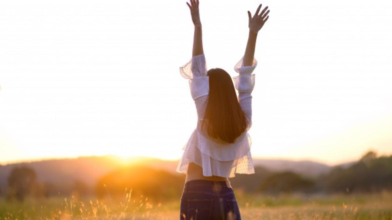 K9bvdrwvt7iqrhadbvi5 free woman with hands up in nature