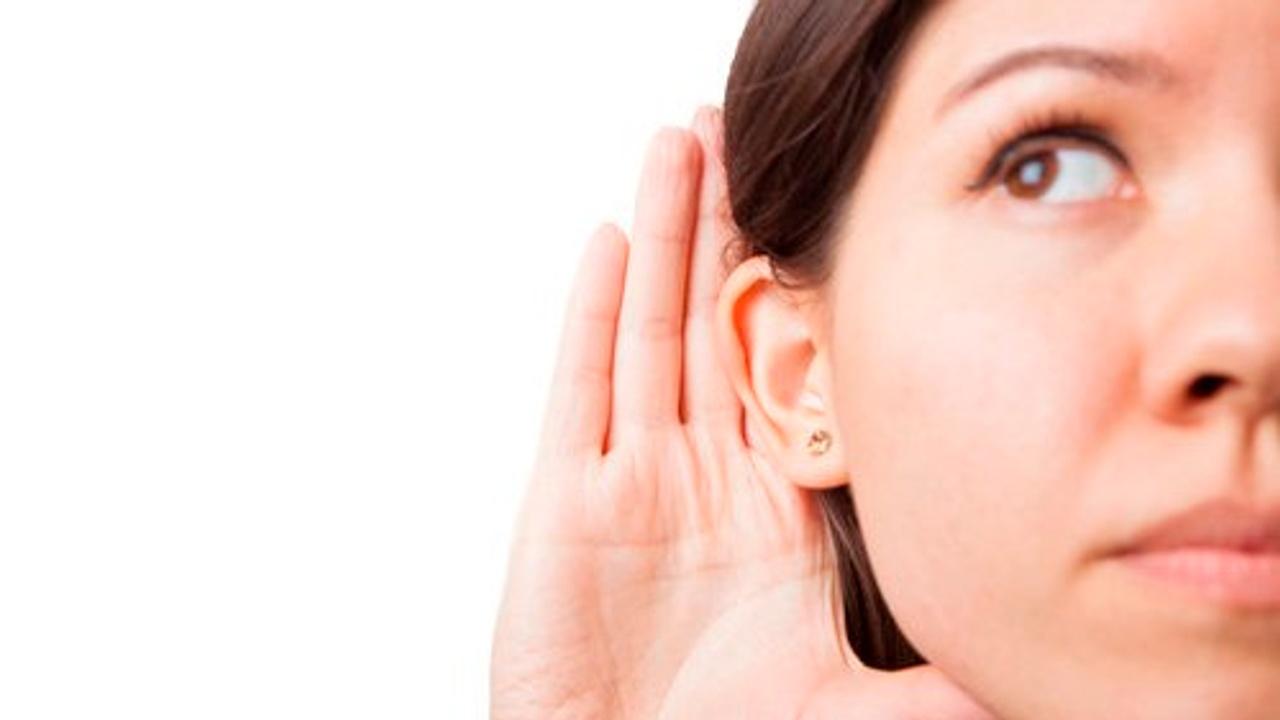 Lhmspjcqrkmcaztmt75l white woman hand ear getty image asset