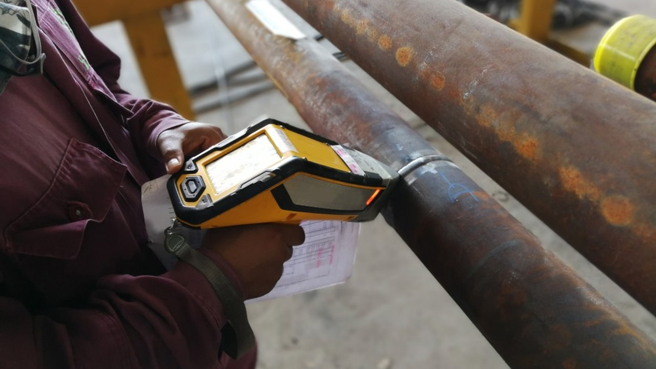Tiks02jsq6uyxndnioey radiation meter to pipe