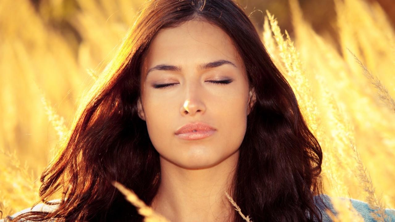 Ynraqyscthma4jaeyu5a radiant woman   m