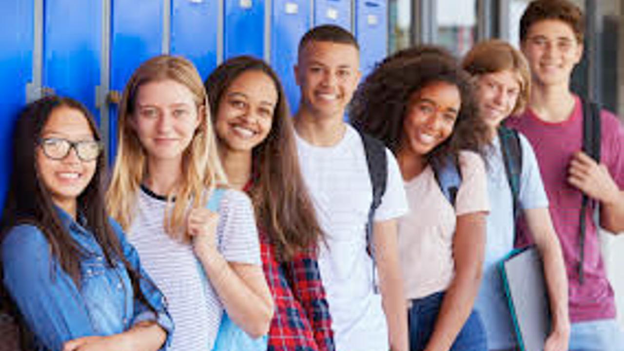Oz3siu6sn20qatssctaw high school group at lockers