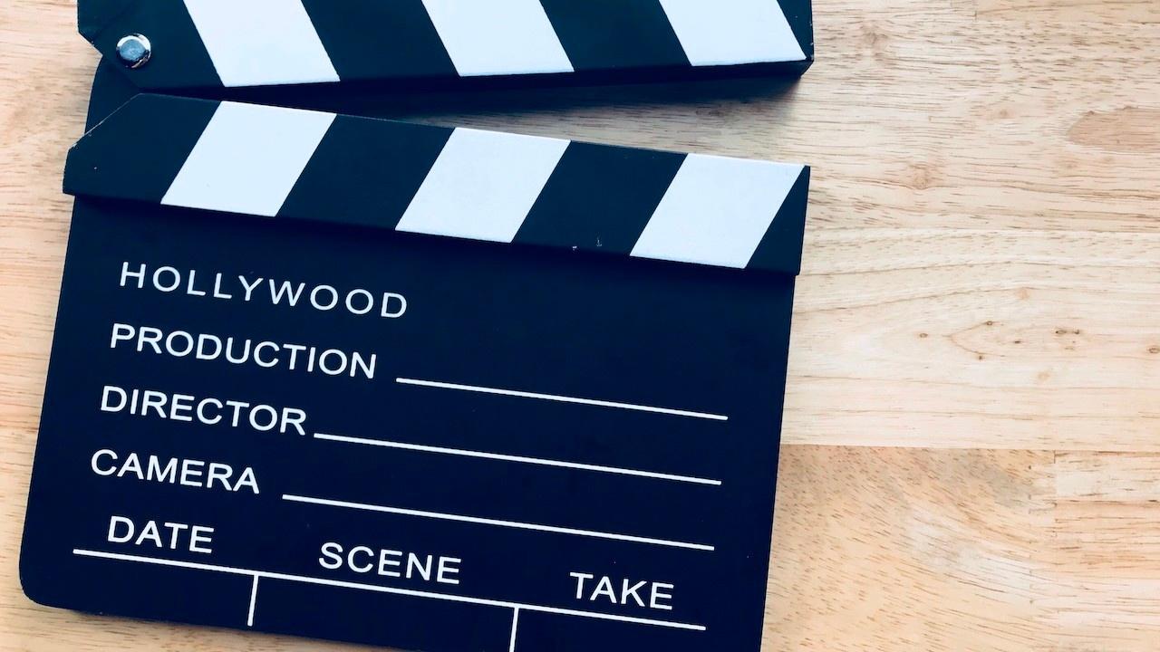 8yoocltos8kidffsxt1q display production clapboard movie slate cinematography clapper slate covering film director t20 6leanp 1280x720