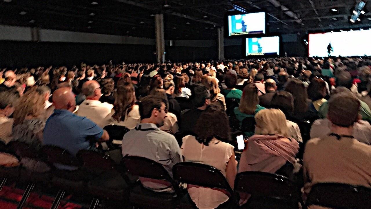 Yztazaf3twsp4syavibo large audience crowd gathering at a conference wat 8gcjyz6 1280x720 1