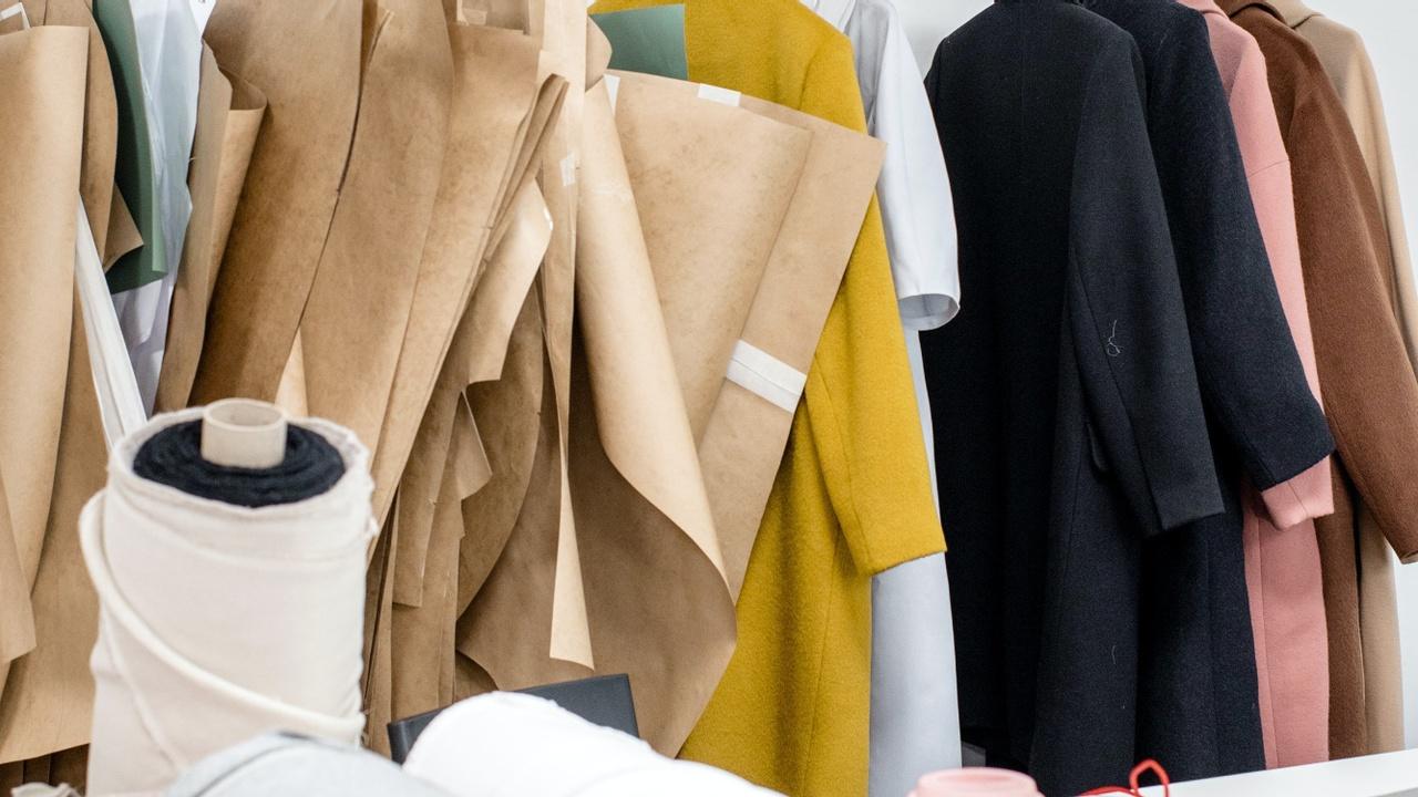 Yppzve9crvmwbgsa92an clothes on rack fabric
