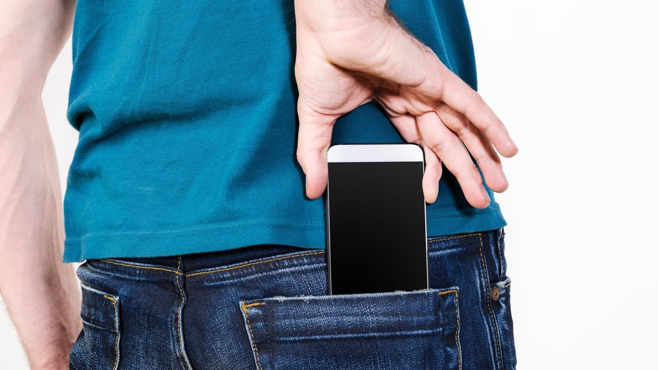 Xexzqop5q4gpilknmpnt phone in jeans pocket