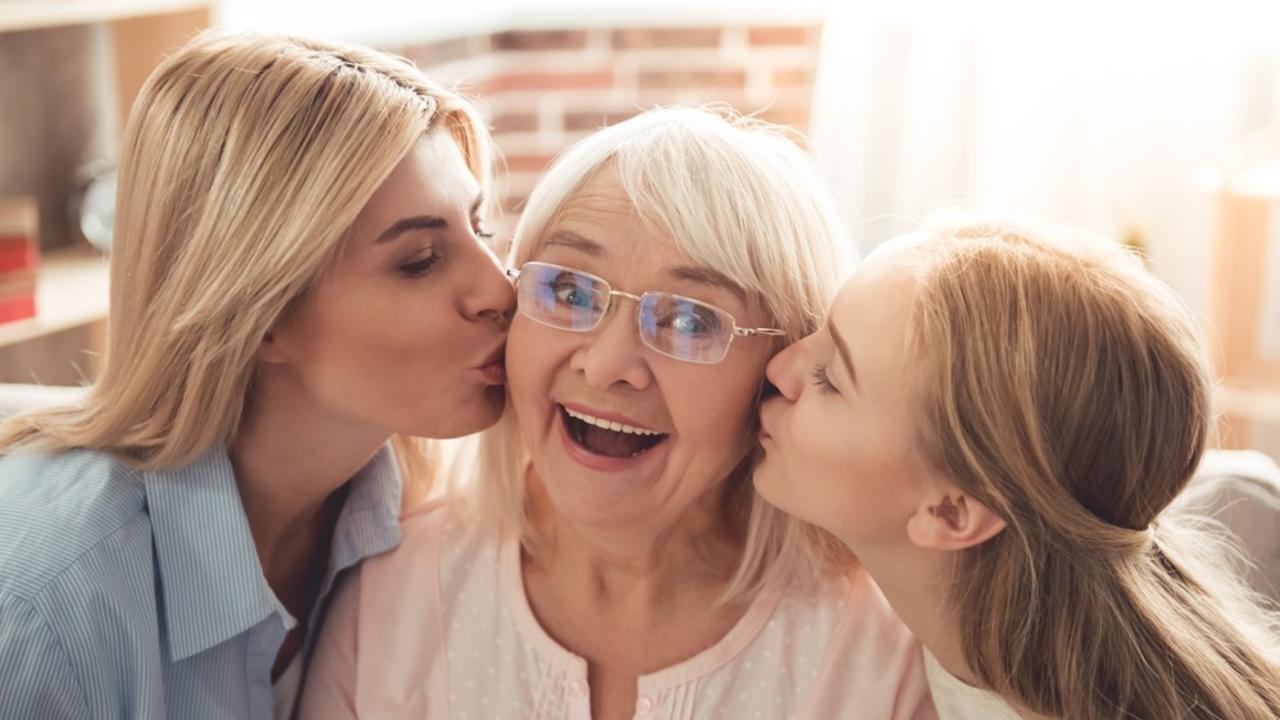 Svzoadoytpkpmglyw9he women three generations