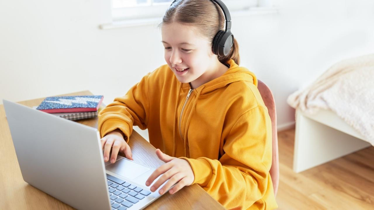 Aumwloq1saqhtqbt6dub school age girl is home schooling qfkwpcw 1