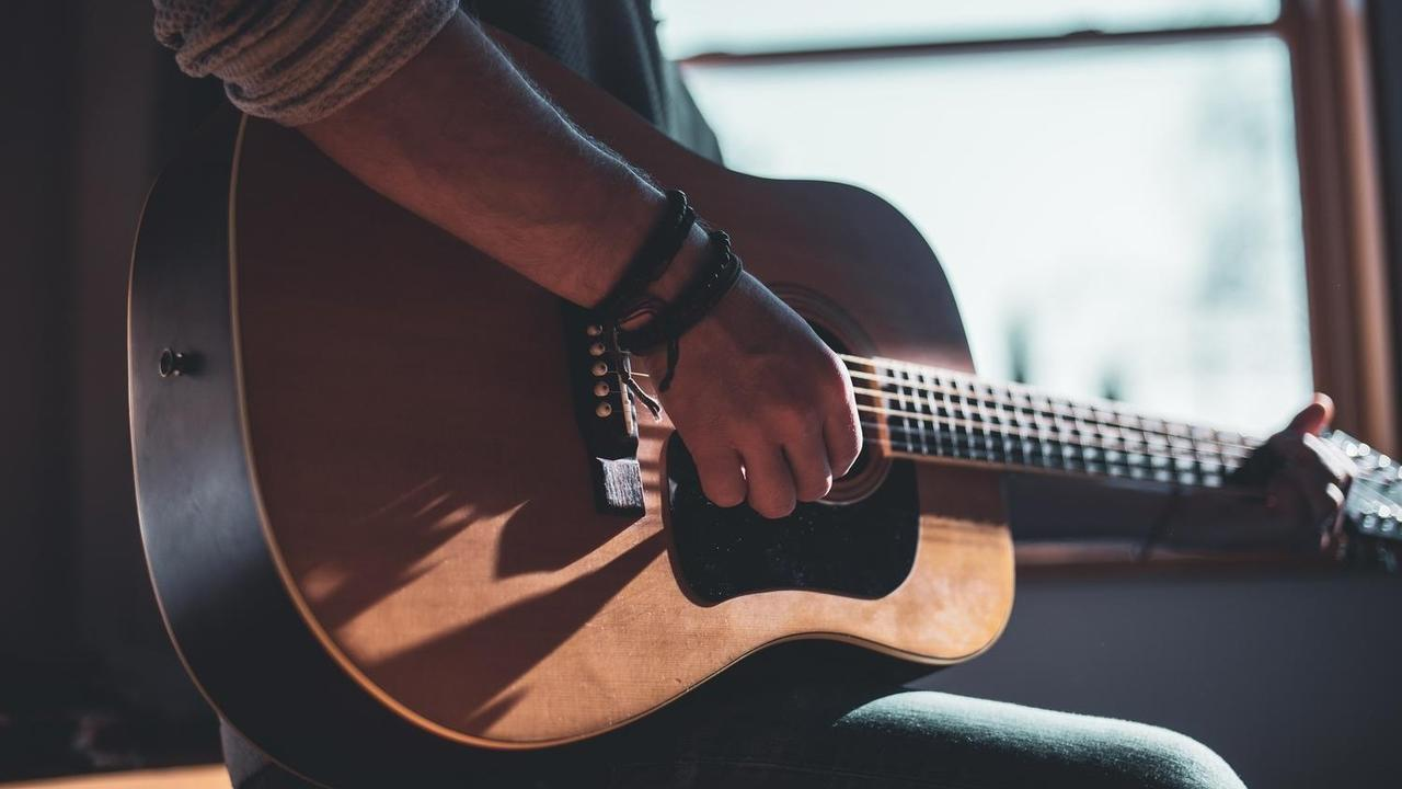 Buhpjta9qpgt1voelrod gitar