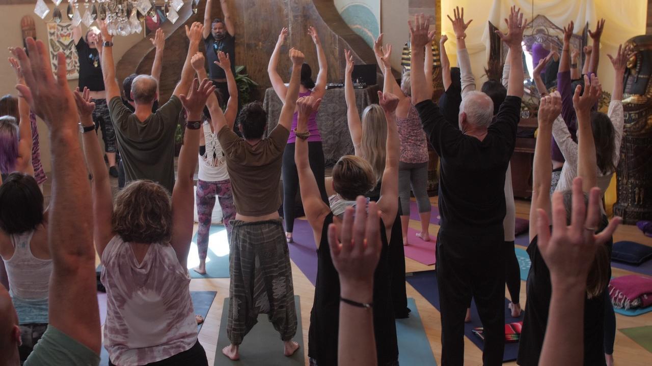 Swkko6izt8oztvqtnck8 holding arms up