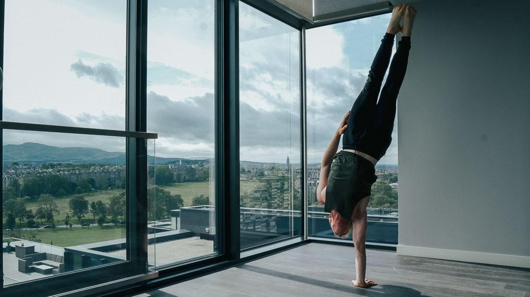 Advanced handstand skills, learn to one arm handstand