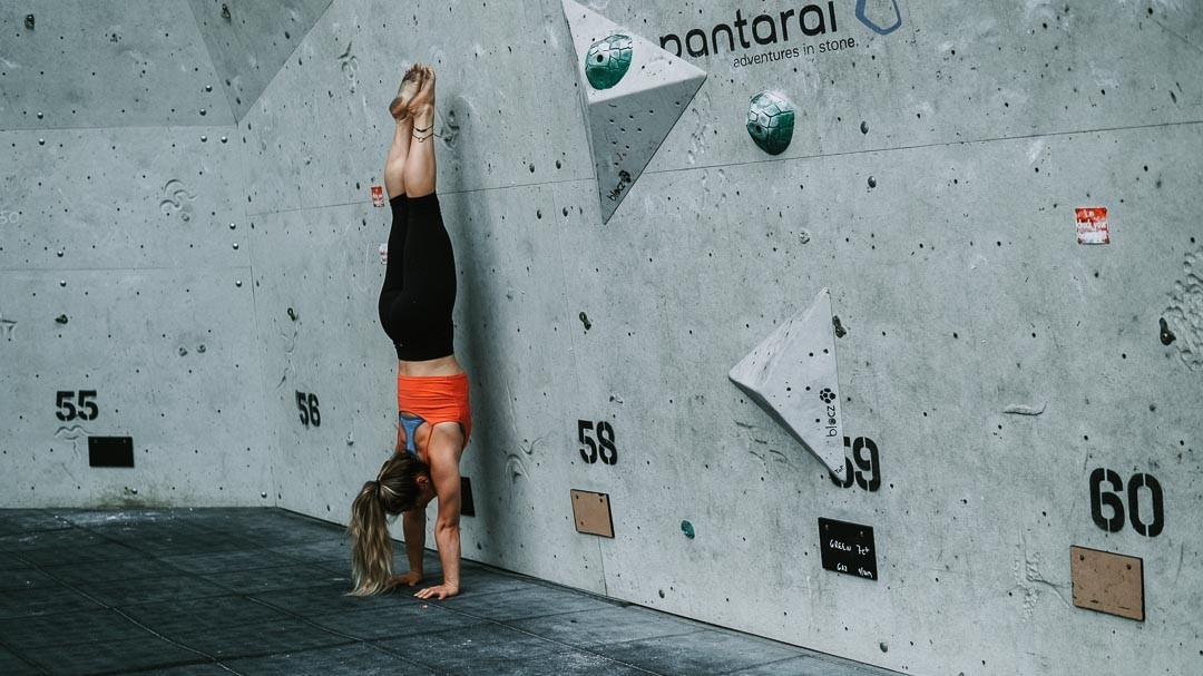 Overcome the fear of falling in a handstand