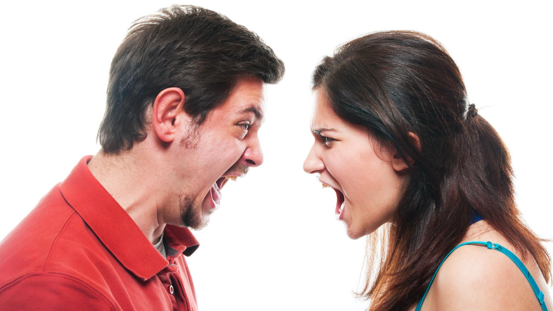 Man and woman arguing because they lack self awareness