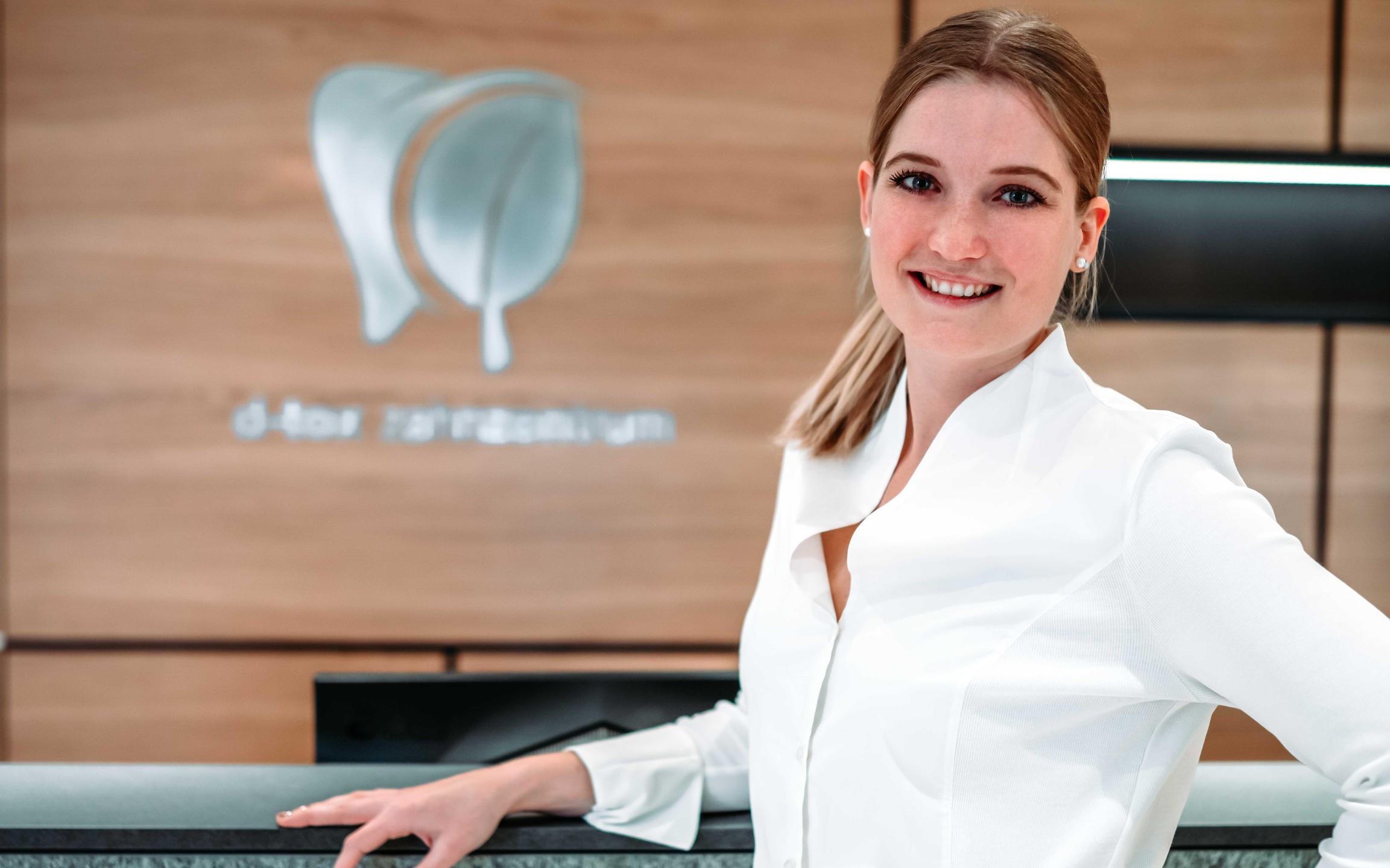 Veronika Brunner - Rezeptionistin im D-tox Zahnzentrum für Biologische Zahnmedizin
