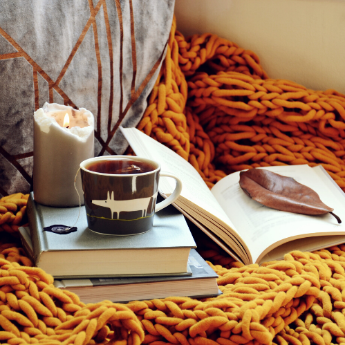 <p>COZY<br />Cushy and comforting.</p>