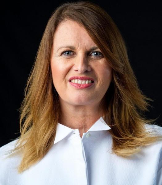 Victoria Hampson, Senior Business Leader